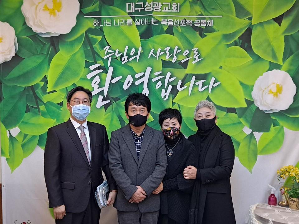최연식 민정숙 가정.jpg
